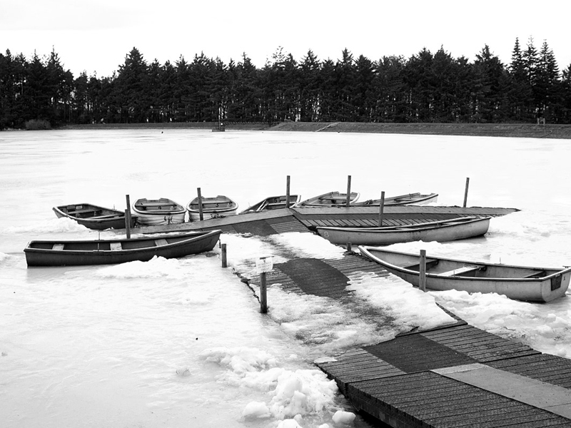 Frozen Beecraigs Loch